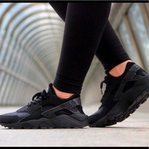 Nike Women's Air Huarache black sneakers size 9.5